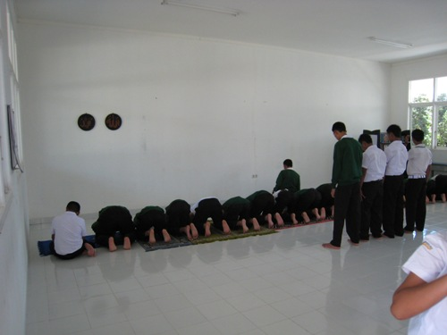 Guys Praying.JPG