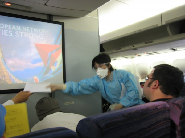 flu-mask-on-plane2