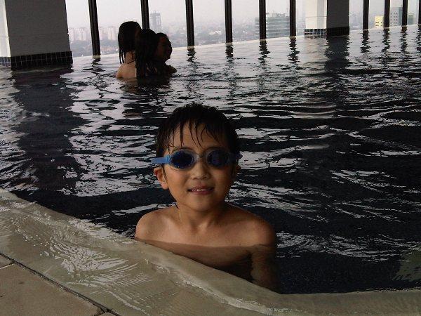 elliot-swimming